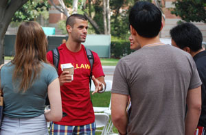 Peer Mentor Ryan Alshak '13 speaks with 1Ls